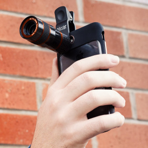 Enhance your smartphone photography with this portable 8x Zoom lens accessory featuring an easy quick-connect universal clip and a F1.1 aperture. Capture objects in the distance with ease with the Olixar Clip and Zoom Camera Lens.