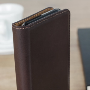 A premium slimline lightweight brown genuine leather case. The Olixar genuine leather executive wallet case offers perfect protection for your iPhone 7, as well as featuring a smart magnetic media stand slots for your cards, cash and documents.