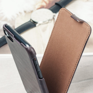 This soft, sleek genuine leather cover in Italian mocha from Caseual is the perfect aesthetic complement to your beautiful iPhone 7, while also offering excellent protection from scrapes, knocks and dirt.