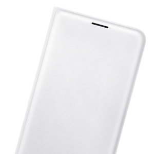 Protect your Samsung Galaxy J7 2016's back, sides and screen from harm while keeping your most vital cards close to hand with the official flip wallet cover in white from Samsung.