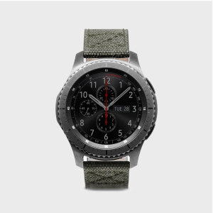 Treat your Gear S3 smartwatch to something special with the D+ Wax Canvas strap in khaki from SLG Design. Comfortable, fashionable and perfectly suited to the Gear S3, this strap is an ideal upgrade on your regular strap. With genuine Italian leather.