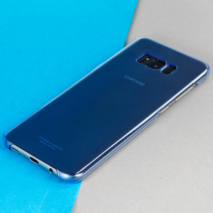 This Official Samsung Clear Cover in blue is the perfect accessory for your Galaxy S8 smartphone.
