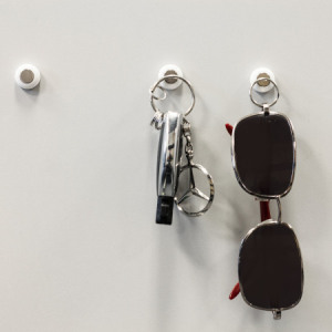 No more bulky and unsightly key racks and no more forgetting where your keys are. The KeyCatch Sticky 3 Pack allows you to place strong magnetic holders where you wish, that are able to hold even bulky sets of keys.