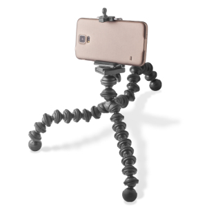 Adapt to all indoor and outdoor photography conditions by safely securing your phone/camera either to a tripod or by wrapping the tripod around a tree branch. This gives you all the stability you need to take shots without worrying about camera stability.
