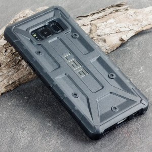 The Urban Armour Gear Pathfinder black rugged case for the Galaxy S8 features a classic tough-looking, composite design with a soft impact-absorbing core and hard exterior that provides superb protection in all situations.