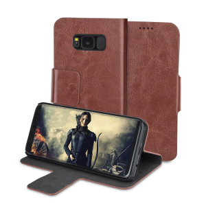 Protect your Samsung Galaxy S8 with this durable and stylish brown leather-style wallet case by Olixar. What's more, this case transforms into a handy stand to view media.