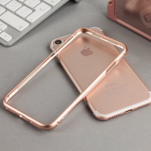 This unique bumper from Torrii in rose gold uses an ingenious magnetic locking mechanism for a tight, secure attachment to your iPhone 7. Comes complete with a PET film for the rear of your device as well as a tempered glass screen protector.