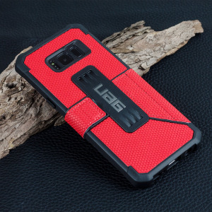 Equip your Samsung Galaxy S8 with extreme, military-grade protection and storage for cards with the Metropolis Rugged Wallet case in magma red from UAG. Impact and water resistant, this is the ideal way of protecting your phone and providing card storage.