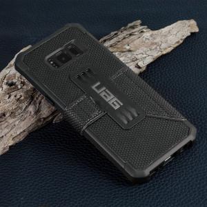 Urban Armour Gear bietet einen Militär-Niveau Schutz für das iSamsung Galaxy S8 Plus . Die TPU Tasche hat ein gebürstetes Metall UAG Logo und verfügt über integrierten Staufächer für Ihre Bank- und Kreditkarten oder andere wichtige Dokumente