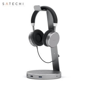 Disposez et rangez votre casque audio préféré avec élégance. Ce magnifique support casque Satechi est un parfait mélange entre une connectivité intelligente et un design au look professionnel. Ce support casque audio est doté d'un équipé d'un Hub USB composé de 3 ports USB 3.0 pour charger et synchroniser vos appareils, très pratique.