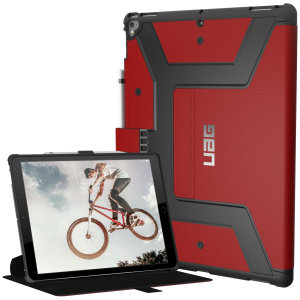 Equip your iPad Pro 12.9 2017 with extreme military-grade protection with the Metropolis Rugged Folio case in magma red from UAG. Impact and water resistant, this is the ideal way of protecting your iPad.