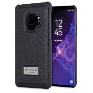Form-fitting and effortlessly smart, the Carrow shell case for Samsung Galaxy S9 from Ted Baker sports a modern and elegant look, while also offering superlative protection for your device from scratches, scrapes and other surface damage.