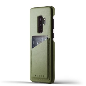 Designed for the Samsung Galaxy S9 Plus, this olive genuine leather case from Mujjo provides a perfect fit and durable protection against scratches, knocks and drops with the added convenience of a credit card-sized slot.