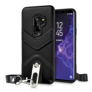"""Skydda din Samsung Galaxy S9 Plus från stötar och skrapor med detta LanYard fodral från Olixar. Skalet är försett med ett inbyggt 360 graders stativ och en utfällbar snodd, som du kan använda för att säkert """"bära"""" din Samsung Galaxy S9 Plus runt halsen."""