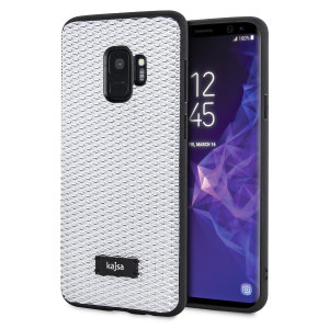 Form meets function in this elegant, understated yet undeniably indulgent case for the Samsung Galaxy S9. A diamond pattern adorns the back of this case, adding a shimmering grace, in silver.