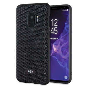 Form meets function in this elegant, understated yet undeniably indulgent case for the Samsung Galaxy S9. A diamond pattern adorns the back of this case, adding a shimmering grace, in black.