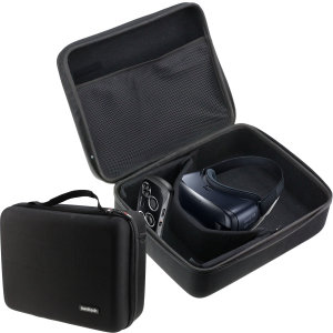 Made from a unique polyfibre design, this Gear VR case from Navitech provides ample protection for your Samsung Gear VR. With enough room to fit all of your VR essentials and an included shoulder strap for easy transport, this bag has everything you need.