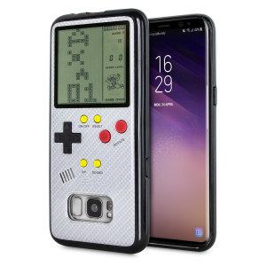 Transformez votre Samsung Galaxy S8 en une petite console portable à l'aide de la coque SuperSpot Retro Game en coloris blanc carbone. Dotée d'un design ressemblant à celui de la Game Boy première du nom, cette coque vous offre des heures de jeu ainsi qu'une excellente protection à votre smartphone.