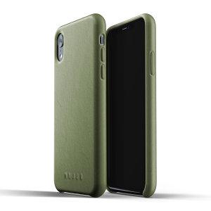 Diese für das iPhone XR entworfene, olivfarbene Echtledertasche von Mujjo bietet perfekten Sitz und dauerhaften Schutz vor Kratzern, Stößen und Stürzen mit dem zusätzlichen Komfort eines Scheckkarten-Steckplatzes