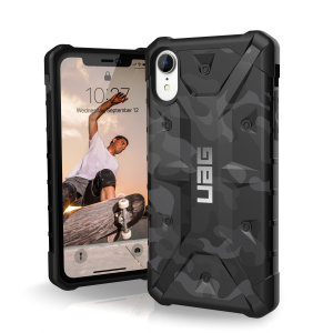 The Urban Armour Gear Pathfinder SE midnight camo rugged case for the iPhone XR features a classic tough-looking, composite design with a soft impact-absorbing core and hard exterior that provides superb protection in all situations.