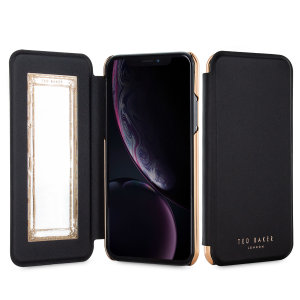 Esta funda Ted Baker Mirror para el iPhone XR no sólo protegerá su smartphone y le proporcionará un toque elegante y con glamour, sino que también le será muy práctica ya que incluye en su interior un espejo de bolsillo.