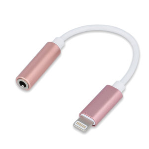 Este adaptador Forever le permitirá convertir el puerto lightning de su iPhone a un puerto AUX de 3.5mm para que pueda usar cualquier tipo de auriculares.