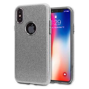 Verwöhnen Sie Ihr iPhone XS mit dieser luxuriösen Silbertasche von LoveCases. Ihr iPhone passt perfekt in den sicheren, flexiblen Rahmen, während ein schimmerndes Glitzerdesign die Rückseite schmückt und Ihrem bereits wunderschönen Gerät einen Hauch von Klasse verleiht.