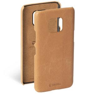 Krusells Sunne-Cover kombiniert nordischen Chic mit Krusells Werten der nachhaltigen Herstellung für den sozialbewussten Huawei P20-Besitzer, der ein elegantes Echtleder-Accessoire sucht.