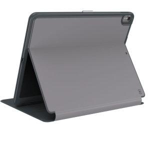 Il Presidio dello Speck è l'evoluzione del popolare caso CandyShell. Una robusta custodia grigia composta da due strati protettivi per l'iPad Pro 12.9. Presenta una maggiore protezione contro le cadute, una finitura trasparente al 100% e un ingombro ridotto.