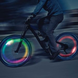 Increase your visibility and safety while riding at night with the Nite Ize Spokelit. This easy to attach and durable bike light ensures a colorful visibility on the road while also being weather and shock resistant.