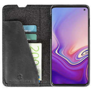 Krusell's Sunne 2 Card Foliowallet vegan leather case in Vintage Black combines Nordic chic with Krusell's values of sustainable manufacturing for the socially-aware Samsung S10 owner who seeks 360° protection with extra storage for cash and cards.