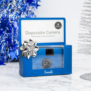 Les appareils photos jetables sont généralement laissés sur les tables de fête afin que les invités puissent les utiliser.  Celui-ci vous permettra de voir votre événement occasionnel sous des angles que vous n'auriez pas expérimentés autrement.