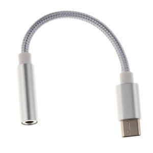 L'adaptateur audio en coloris argent vous permet de brancher un casque ou des écouteurs filaires de type 3.5mm via la connectique USB-C de votre appareil. Connectez l'adaptateur sur le port USB-C de votre smartphone / tablette puis branchez vos écouteurs 3.5mm pour profiter de votre musique.