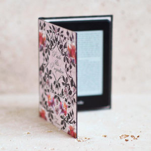 Disguise your Kindle Paperwhite in style with the Pride and Prejudice style book case from KleverCase. Crafted from premium materials, this fantastic book case looks and feels great in hand just like a vintage classic book.