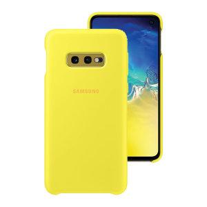 Protégez votre Samsung Galaxy S10e à l'aide de la coque Silicone Cover officielle de Samsung en coloris jaune. Simple et élégante, elle s'ajuste parfaitement à votre smartphone et le protège des aléas du quotidien.