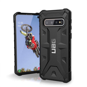 The Urban Armour Gear Pathfinder black rugged case for the Samsung Galaxy S10 features a classic tough-looking, composite design with a soft impact-absorbing core and hard exterior that provides superb protection in all situations.