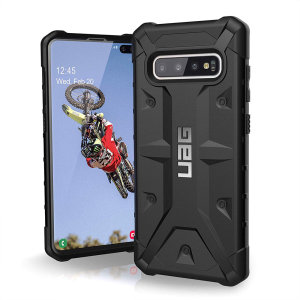 The Urban Armour Gear Pathfinder rugged case in Midnight Black for the Samsung Galaxy S10 Plus features a classic tough-looking, composite design with a soft impact-absorbing core and hard exterior that provides superb protection in all situations.
