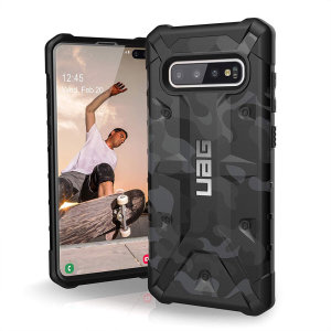 The Urban Armour Gear Pathfinder rugged case in Midnight Camo for the Samsung Galaxy S10 Plus features a classic tough-looking, composite design with a soft impact-absorbing core and hard exterior that provides superb protection in all situations.