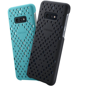 Protect your Samsung Galaxy S10e with this Official pattern cases in black and green. Simple yet stylish, these cases are the perfect accessory's for your S10e.