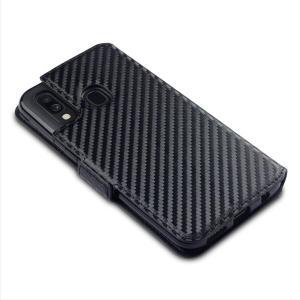 Todos os benefícios de um estojo de carteira, mas muito mais aerodinâmico. O Olixar Carbon Fibre Textured Low Profile em preto é o parceiro perfeito para o proprietário Samsung Galaxy A40 em movimento. Além disso, este caso se transforma em um suporte prático para ver a mídia.