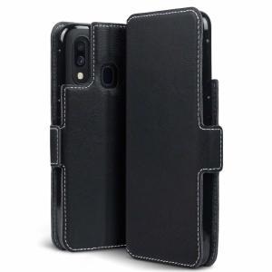 Tutti i vantaggi di una custodia da portafoglio ma molto più snella. L'Olixar Low Profile in nero è il partner perfetto per il proprietario del Samsung Galaxy A40 in movimento. Cosa c'è di più, questo caso si trasforma in un comodo supporto per visualizzare i media.