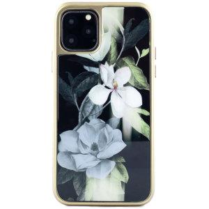 Fabriquée sur mesure et dotée d'un somptueux design « Opale » incrusté, la coque Ted Baker arbore un style floral exquis tout en assurant une protection exceptionnelle à votre iPhone 11 Pro Max contre les chutes et autres dommages.