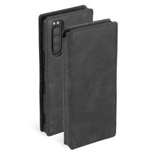 Protégez votre Sony Xperia 5 avec la housse Krusell Sunne portefeuille en cuir noir vintage. Fabriquée à partir d'un cuir véritable de haute qualité, elle offre un style mince et élégant à vote téléphone en plus de lui assurer une protection complète. De plus, elle est dotée de compartiments dédiés au rangement de vos différentes cartes et documents.