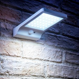 Increase security and safety around your property with the Auraglow Solar Powered Motion Detection Panel Light. Containing 36 bright LEDs that reach 350lm brightness, the Auraglow Light features up to 20 hours battery life and is fully solar powered.