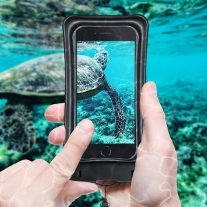 The Olixar Action Waterproof Case for iPhone SE 2020 is a protective case providing 100% smartphone waterproofing and touchscreen operation up to a size of 6.8 inches for activities that require near water or even underwater adventures.