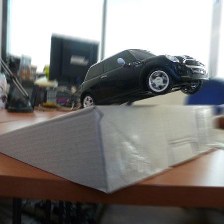 [MOBILEFUN.FR] Test de la Voiture Télécommandée Bluetooth BeeWi Mini Cooper S F