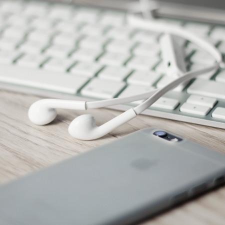 Plug N Go Handsfree Bluetooth Earphones - White