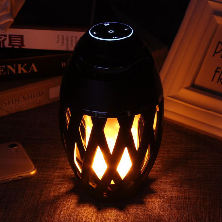 Lanterne à LED étanche effet flamme avec enceinte Bluetooth intégrée