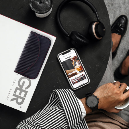 "Olixar RFID Signal Blocking Pouch For 6.8"" Phones - Carbon Fibre"