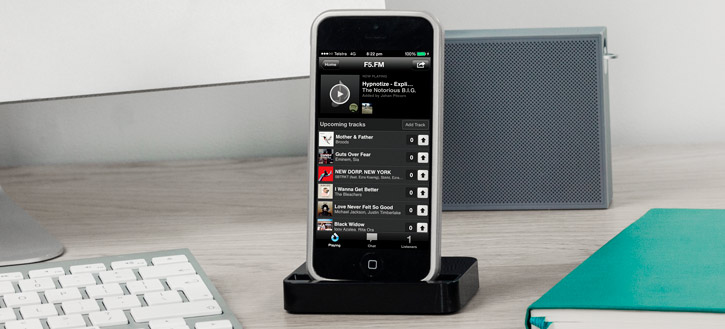 iPhone 5 Charge and Sync Cradle - Black